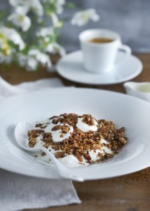 Roasted granola with coffee, Greek yoghurt, and honey
